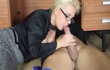 MILF Lana Cox pays handyman with a blowjob