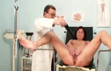Mature woman gets her pussy examined